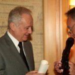 Remise du diplôme d'Académicien du Vin de Bordeaux à Jean-Marie Cavada